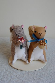 Squirrel wedding- what an appropriate topper! lol
