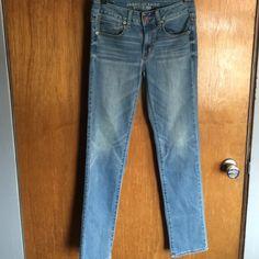 AE sz 2 super stretch reg straight jeans AE sz 2 super stretch reg straight jeans American Eagle Outfitters Jeans Straight Leg