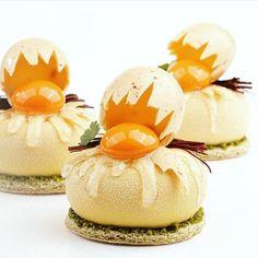 foudepatisserieUn trompe l'oeil pascal amusant du Neerlandais @peterremmelzwaal (litchi, orange, yaourt)