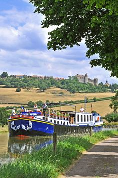 A week cruising on the Burgundy Canal introduces you to a wonderful blend of Burgundian countryside, history and viticulture. Travel Inspiration, Travel Ideas, Travel Tips, Canal Boat, Picture Postcards, Beautiful Places To Visit, France Travel, Wanderlust Travel, European Travel