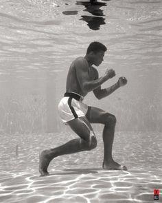 Muhammad Ali - Underwater Poster Print (16 x 20) - Item # PYRMPP50351 - Posterazzi