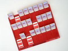 """Een variatie op het """"Wie is het""""spel. Je kunt de plaatjes vervangen voor woorden of lettergrepen. Hiermee kun je verschillende oefeningen doen. Zie www.jimmycreed.nl"""