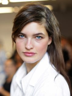 How to achieve the new natural look. via @byrdiebeauty  This is a look from Michael Kors .