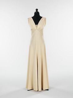 Elizabeth Hawes, 'Diamond Horseshoe' dress - 1936 - Silk, metal - Fall Winter Collection - The Metropolitan Museum of Art Vestidos Vintage, Vintage Gowns, Mode Vintage, Vintage Wear, Vintage Outfits, Dress Vintage, Vintage Clothing, 1930s Fashion, Moda Fashion