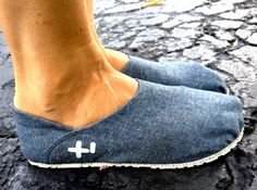 OTZ Shoes with cork footbed and arch support. In chambray linen.