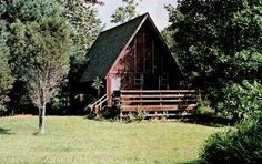 If you want to build a big or small cabin, start here. We have over 30 free DIY cabin plans in any size and style: log cabin, a-frame, cottage, etc. Log Cabin Plans, Log Home Plans, Cabin Kits, A Frame Cabin, A Frame House, Build Your Own Cabin, Small Log Homes, Building A Cabin, Building Ideas