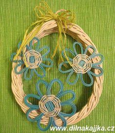 Wreath Inspiration - klikni pro další 700/851 Recycle Newspaper, Newspaper Crafts, Paper Wall Art, Natural Materials, Basket Weaving, Wicker, Baskets, Recycling, Sculptures