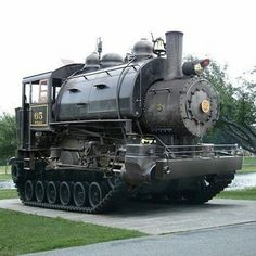 train tank steampunk much Costume Steampunk, Steampunk Fashion, Steampunk House, Pt Cruiser, Old Trains, Steam Engine, Train Tracks, Train Rides, Steam Locomotive