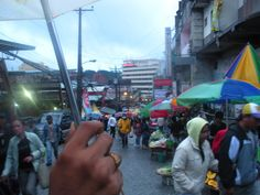 A view from umbrella, a restless market despite the weather