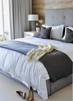 Quando a roupa de cama combina com a decoração e cores do quarto as coisas ficam bem mais bonitas por lá. Isso é tão importante que o designer ou o decorador que você contratar vai mesmo querer que você compre ou mande fazer roupas de cama até em estampas específicas. Nas fotos das revistas e sites elas são sempre perfeitas para o quarto. Mas como fazer se você não tem este profissional para escolher a roupa de cama do seu quarto ?
