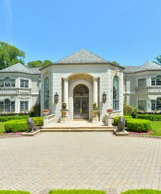 With coming back see what Official Kimora Lee Simmons's Jersey home (now on the market) looks like. With coming back see what Official Kimora Lee Simmons's Jersey home (now on the market) looks like. Buy Flowers Online, Buy Plants Online, Wall Drapes, Kimora Lee Simmons, Barbie Dream, Real Estate Marketing, Luxury Real Estate, Luxury Homes, Backyard