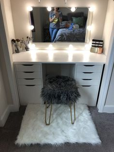 DIY closet vanity with Alex drawers and mirror from ikea and cut wood from home depot painted in a gloss finish. Light kit from amazon. #furnituredesigns Alex Drawer Vanity, Ikea Makeup Vanity, Makeup Vanities, Quartos Tumblr, Diy Room Decor, Rooms Home Decor, Bedroom Decor, Vanity In Closet, Master Closet