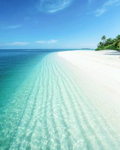 The most detailed travel guide about the Maldives for every budget! Learn everything about the Maldives and plan your the best vacation! Beautiful Islands, Beautiful Beaches, Dream Vacations, Vacation Spots, Places To Travel, Places To See, Visit Maldives, Maldives Hotels, Maldives Vacation