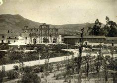 Catedral y Pérgola en la Plaza de Armas de Cajamarca. Años 1930 al 40.
