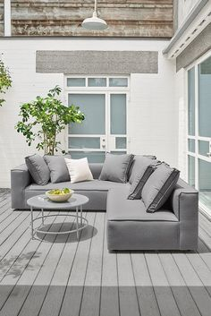 The low profile and plush back cushions of the Oasis outdoor sectional are perfect for lounging, while subtle flange seams add a look of casual sophistication.