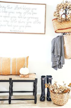 Fall home tour with lots of inspiration and ideas to use in your own home. Home decor ideas too. Fall decorating never looks easier! Autumn Inspiration, Home Decor Inspiration, Decor Ideas, Foyer Decorating, Fall Decorating, Luxury Homes Interior, Home Interior Design, Concept Home, Fall Color Palette