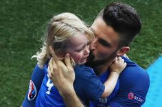 Olivier Giroud (R) of France kisses his daughter Jade (L) following his team's…