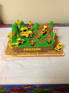 baumkuchen baumkuchen Construction cake 1086 Source by ashleylavonda Digger Birthday Cake, Digger Birthday Parties, Digger Cake, Construction Birthday Parties, Construction Party, Birthday Fun, Digger Party, Birthday Ideas, Birthday Cakes