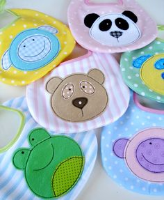 SALE - PDF ePattern for Baby Animal Appliques and Bib - Teddy, Panda, Dog, Monkey, Sheep and Frog - Sewing Pattern via Etsy(Diy Ropa Bebe) Sewing Toys, Baby Sewing, Sewing Crafts, Sewing Projects, Sewing Ideas, Baby Patterns, Sewing Patterns, Animal Patterns, Embroidery Patterns