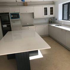 Bianco De Lusso - Brookmans Park, Hatfield - Rock and Co Granite Ltd Carrara Quartz, Window Sill, Light Colors, Kitchen Cabinets, Stone, Home Decor, Rock, Decoration Home, Room Decor