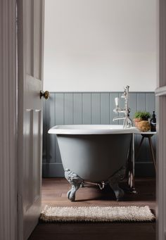 Georgian homes Renovation and extension of grade II listed Georgian house Family Bathroom, Modern Bathroom, Small Bathroom, Bathroom Ideas, Bathroom Inspiration, Chic Bathrooms, Bathroom Sinks, Bathroom Inspo, Washroom