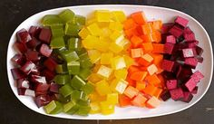 DIY: Homemade Healthy Gummies Recipe Did you know store bought fruit gummies or fruit snacks are full of GMO sugar, GMO high fructose corn syrup and harmful artificial dyes? Sweet Recipes, Real Food Recipes, Snack Recipes, Healthy Recipes, Cooking Recipes, Homemade Gummies, Snacks Homemade, Fruit Snacks, Fruit Party
