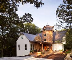 Real-Life Makeover: Modern Barn Home Erin and Adam McIntyre took on the challenge of renovating this old Kentucky chalet-style home.