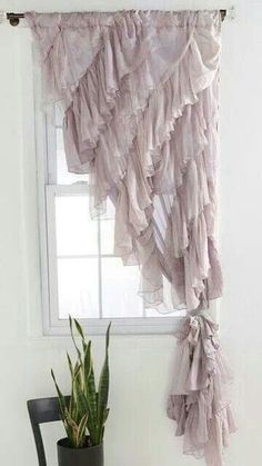 Curtains with diagonal ruffles #DIYHomeDecorCurtains