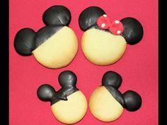 En este vídeo hemos hecho dos galletas o cookies muy sencillas que recuerdan a Mickey mouse o a Minnie. Sólo hay que hacer la forma de la carita y bañarlas con chocolate hasta la mitad.    Más información en nuestro Blog: http://www.kkeyks.blogspot.com  Si quieres ver más vídeos de Keyks visita nuestro canal: http://www.youtube.com/user/condetal...