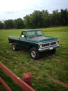 big trucks and girls 1979 Ford Truck, Old Ford Trucks, Old Pickup Trucks, Farm Trucks, Ford 4x4, Jeep Pickup, Diesel Trucks, Lifted Trucks, Cool Trucks