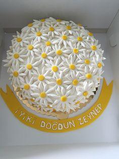Papatya Pasta - Daisy Cake Birthday Cake, Desserts, Food, Tailgate Desserts, Deserts, Birthday Cakes, Essen, Postres, Meals