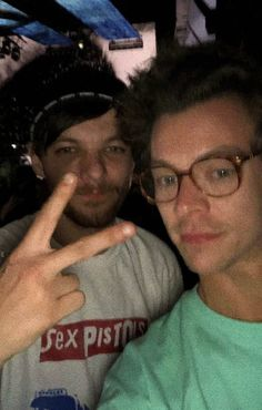 a real photo 🤠 Larry Stylinson, Louis Tomlinson, Larry Shippers, Harry Styles Imagines, Louis And Harry, First Love, My Love, I Love One Direction, Harry Edward Styles