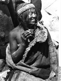 File:Bundesarchiv Bild 135-S-15-48-13, Tibetexpedition, Golok Frau.jpg Title Tibetexpedition, Golok Frau Original caption Lhasa, Ngoloklager, Nomadin Archive description Tibeterin Depicted place Tibetexpedition Date 1938