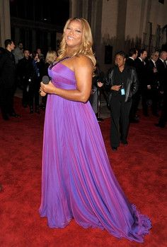 January 2009, 35th Annual People's Choice Awards ~~ Hands down, the evening' s host, Queen Latifah , was the best dressed of the night. She even looks great despite that microphone in her hands!