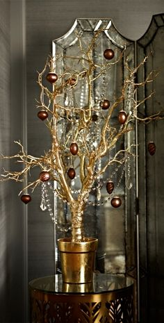 Prized for its fortitude and uniquely twisting branches, the native manzanita tree gets a dose of glamour in our Glitter Manzanita Tree.