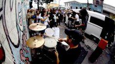 """O ESTADÃO """"Banda Test: rock saindo de uma Kombi"""" (Flavio Leonel; 19 jul 11; SP) / Quem esteve nos shows do D.R.I. e do Slayer, em São Paulo, teve a oportunidade de presenciar, na porta dos locais onde esses grupos dos EUA se apresentaram, o show da banda brasileira Test."""
