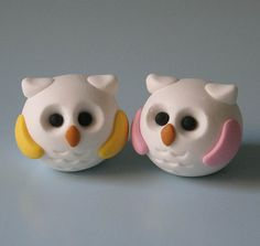 This is a set of two cute little round owls. The owls measure almost an inch and are completely handmade out of polymer clay. Both owls are white. Polymer Clay Owl, Polymer Clay Figures, Polymer Clay Animals, Polymer Clay Projects, Polymer Clay Creations, Clay Crafts, Paper Clay, Clay Art, Cute Clay