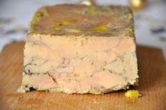gras dans une petite terrine chemisée de film transparent. Refermer le film sur le foie gras.