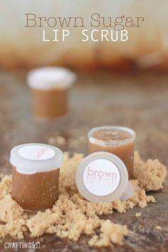 "DIY 3 Ingredient Brown Sugar Lip Scrub Recipe from Crafting (&).You probably have everything you need to make this DIY 3 Ingredient Brown Sugar Lip Scrub in your pantry. This is a cheap, easy and ""assembly line"" gift that would make a good addition. Lip Scrubs, Sugar Scrubs, Body Scrubs, Salt Scrubs, Facial Scrubs, Belleza Diy, Tips Belleza, Diy Lush, Diy Cosmetic"