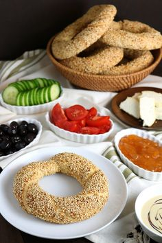 Simit is a delicious sesame bread sold in bakeries all over Turkey. It's not difficult to make them with this recipe for Homemade Simit! Scottish Recipes, Turkish Recipes, Greek Recipes, Arabic Recipes, Rice Recipes, Asian Recipes, Romanian Food, Romanian Recipes, Good Food