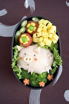 Awwww, the piggy!  #pig #bento #cute #kawaii #Japan #Japanese #food #food #lunch #box