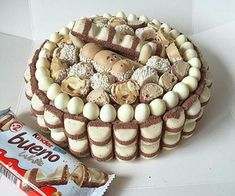 Cooking Recipes: Kinder Bueno cake no-bake Baking Recipes, Snack Recipes, Dessert Recipes, Chocolate Bar Cakes, Candy Birthday Cakes, Delicious Desserts, Yummy Food, Crazy Cakes, Cake Decorating Tips