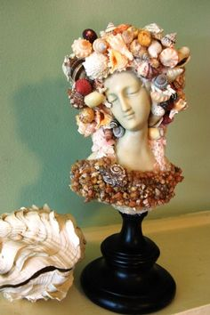 Shell Art~I love this. It would be a bear to dust but lovely to look at. Seashell Art, Seashell Crafts, Beach Crafts, Mermaid Shell, Mermaid Hair, Shell Chandelier, Shell Decorations, Mannequin Art, Cool Artwork