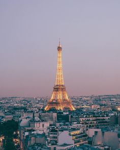 left a piece of my heart in Paris. Seeing this view for the first time is a dream come true. Hello America, Paris Attack, King Of The World, Around The World In 80 Days, Photo Colour, Beautiful Moments, Beautiful Places, Oh The Places You'll Go, Travel Pictures