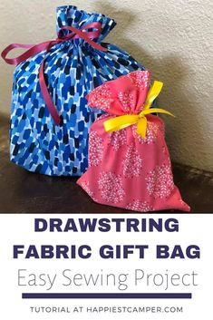 Easy Sew Drawstring Fabric Gift bag that customizes any gift. I show you with pcitures and video how you can sew a Drawstring Fabric Gift Bag today! Easy Sewing Projects, Sewing Projects For Beginners, Sewing Crafts, Sewing Ideas, Sewing Patterns, Diy Projects, Diy Crafts, Simple Bags, Simple Gifts