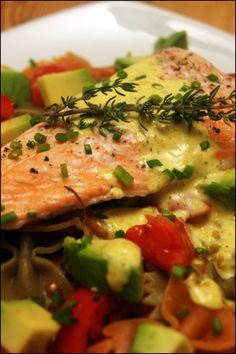 Saumon sauce curry et farfalles aux legumes