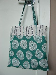 Tote made with Lotta Jansdotter's fabric,  with a link to the Easy Tote Bag Tutorial that was used. Love the fabric!
