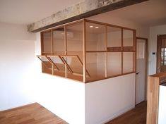 62㎡の中古分譲マンションのフルリノベーション、23帖のLDKの中に開放感のある無垢の窓を設けて部屋を創りました。 Interior Windows, Cafe Interior, Interior Exterior, Interior Architecture, Loft Spaces, Living Spaces, Room Inspiration, Interior Inspiration, Cafe Design