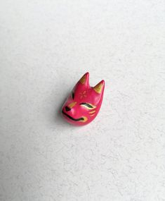 Kitsune Mask lapel pin Kitsune Mask, 3 Shop, Lapel Pins, Sculpting, Polymer Clay, Hand Painted, Unique Jewelry, Handmade Gifts, Vintage