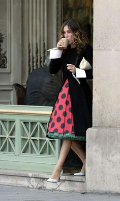 Click to see the amazing Carrie Bradshaw outfits that should be inspiring your spring style and outfits.